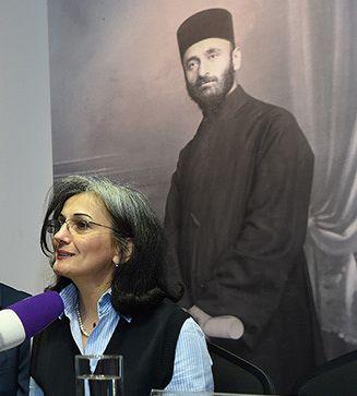 Նազենի Ղարիբյան արվեստաբան, հայագետ, հրապարակախոս